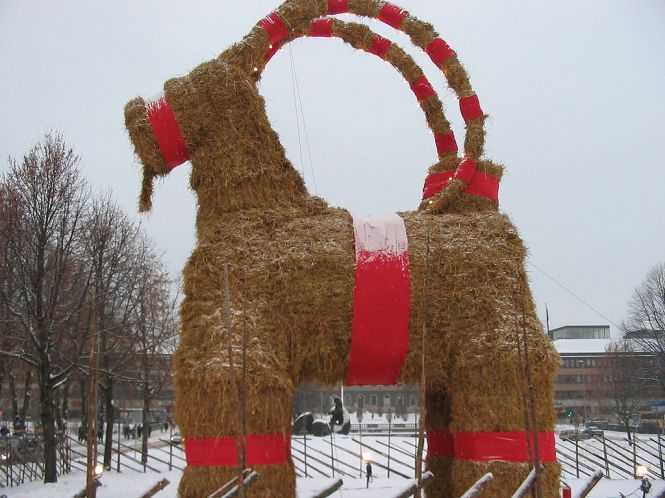 1024px-Christmas-Goat
